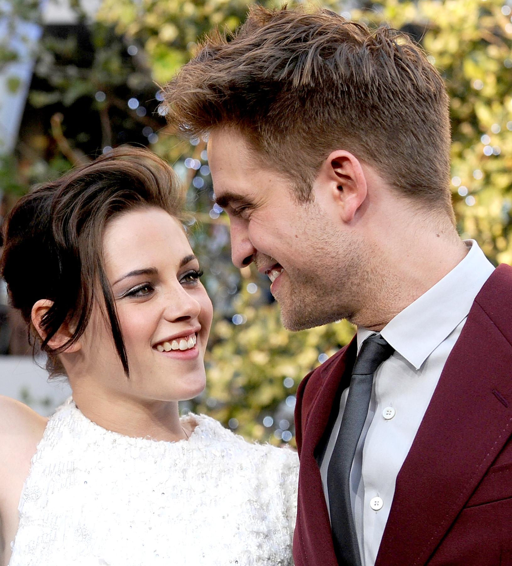 Phản ứng không ngờ tới của Kristen Stewart khi bị hỏi về Robert Pattinson sau tin đồn tái hợp