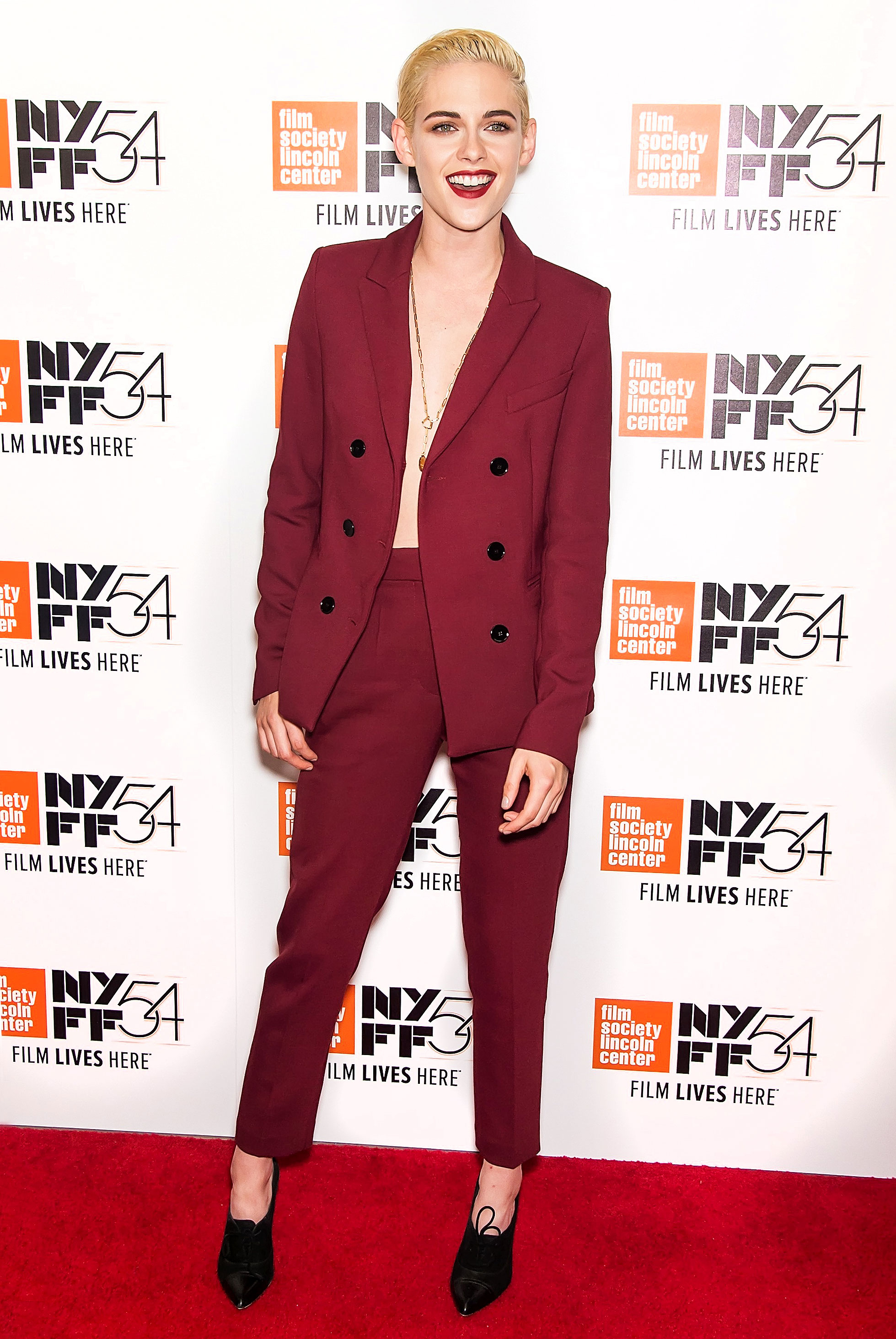 Kristen Goes Under Her Burgundy Suit At The Red Carpet Premiere Of Certain Women In Nyc Monday Oct 3 2016