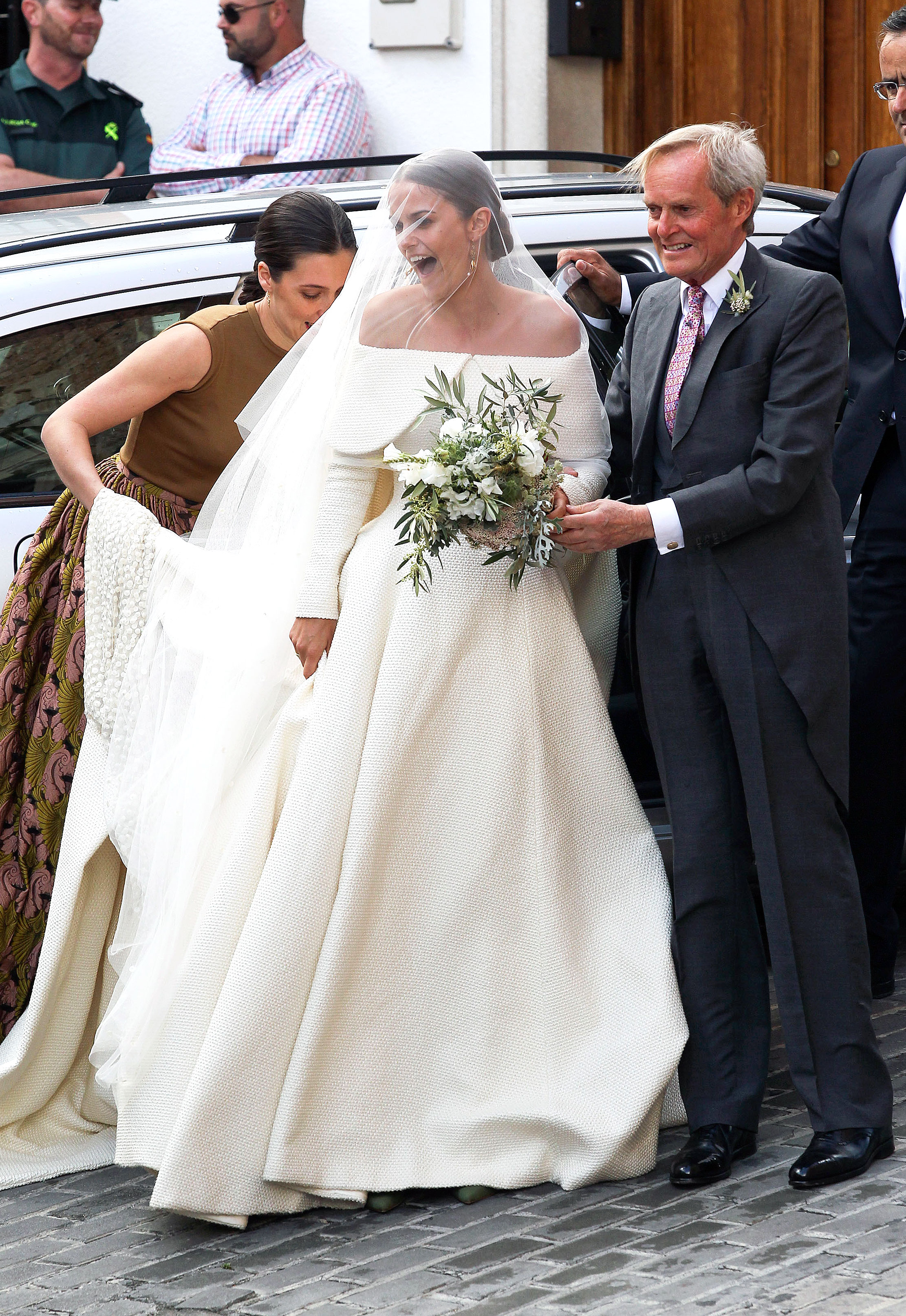 Lady Charlotte Wellesley Marries in Stunning, Voluminous Royal ...