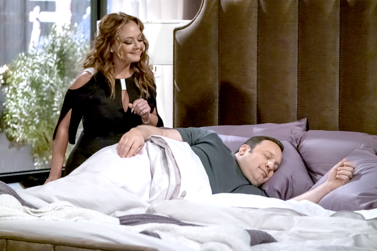 Leah Remini and Kevin James on Kevin Can Wait.