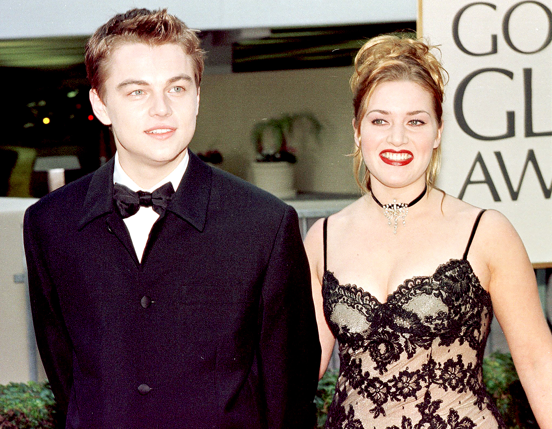 Leonardo DiCaprio arrives with Kate Winslet for the 55th Annual Golden Globe Awards at the Beverly Hilton, January 18,1998 in Beverly Hills, CA.