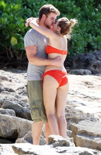 Liam Hemsworth and Miley Cyrus kissing in Hawaii