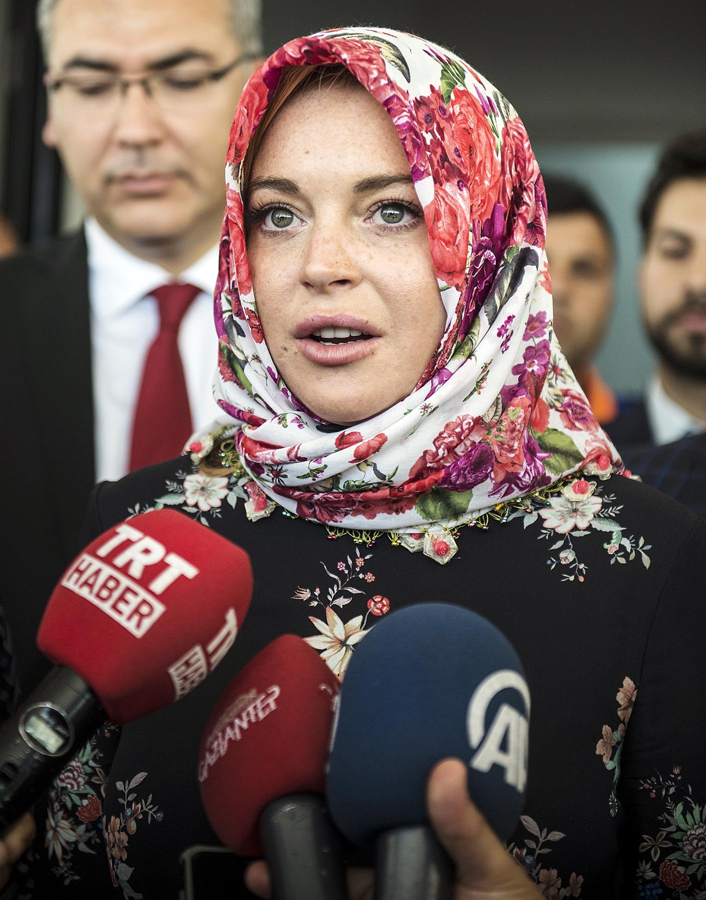 Lindsay Lohan headscarf Turkey