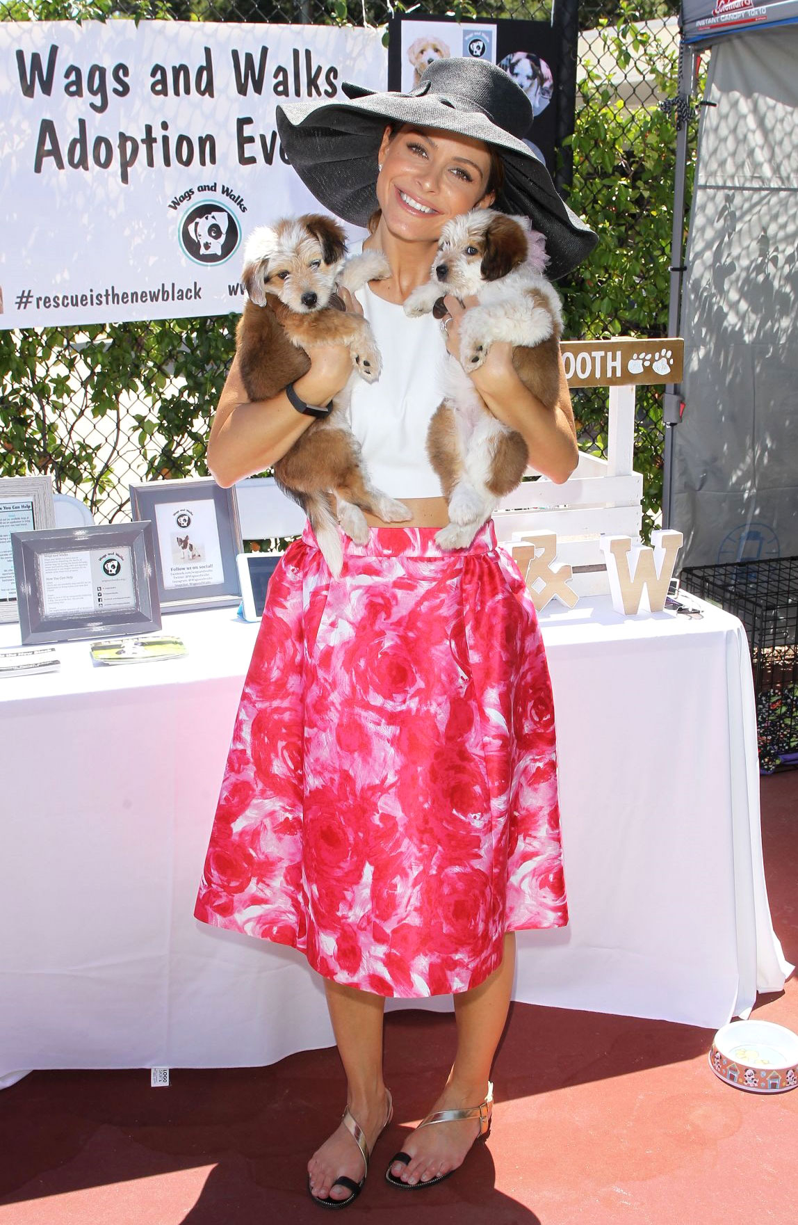 Maria Menounos Wears Pink A-line Skirt for Dog\'s Sweet 16 Party
