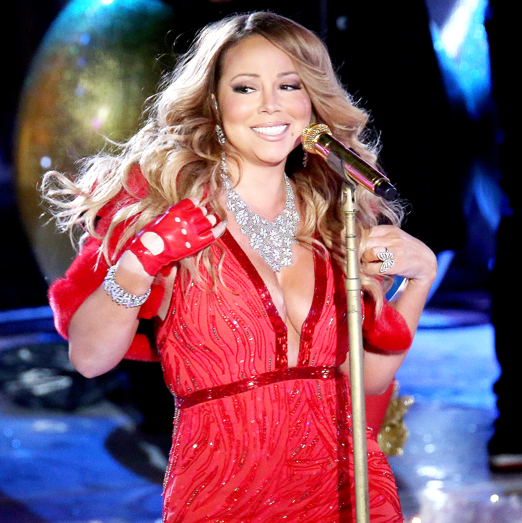 Mariah Carey performs at the 82nd Annual Rockefeller Center Christmas Tree Lighting on December 3  sc 1 st  Us Weekly & Mariah Carey Had Technical Issues at 2014 Tree Lighting Too