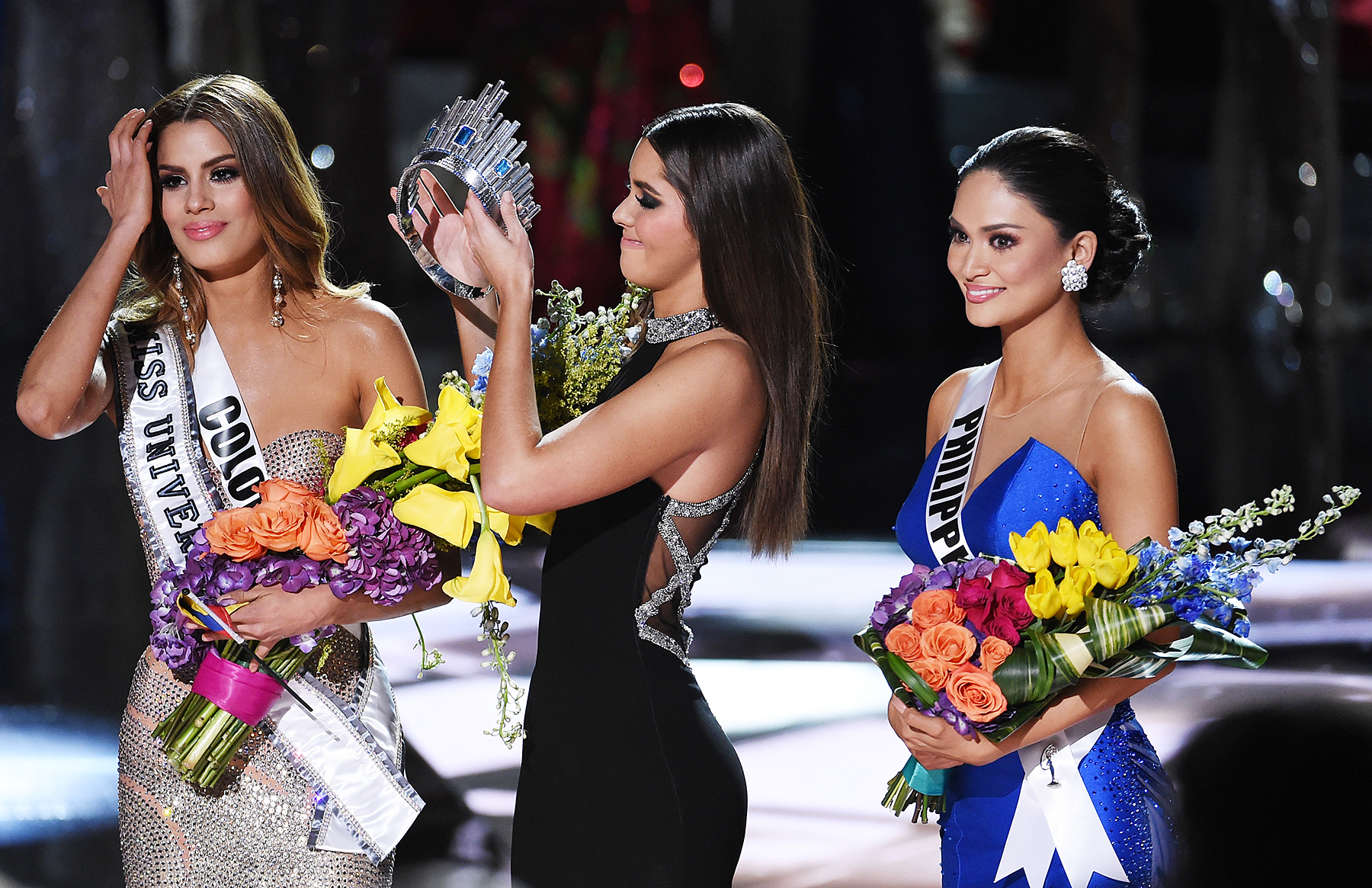 Miss Universe 2014 Paulina Vega (C) removes the crown from Miss Colombia 2015, Ariadna Gutierrez, in order to give it to Miss Philippines 2015, Pia Alonzo Wurtzbach