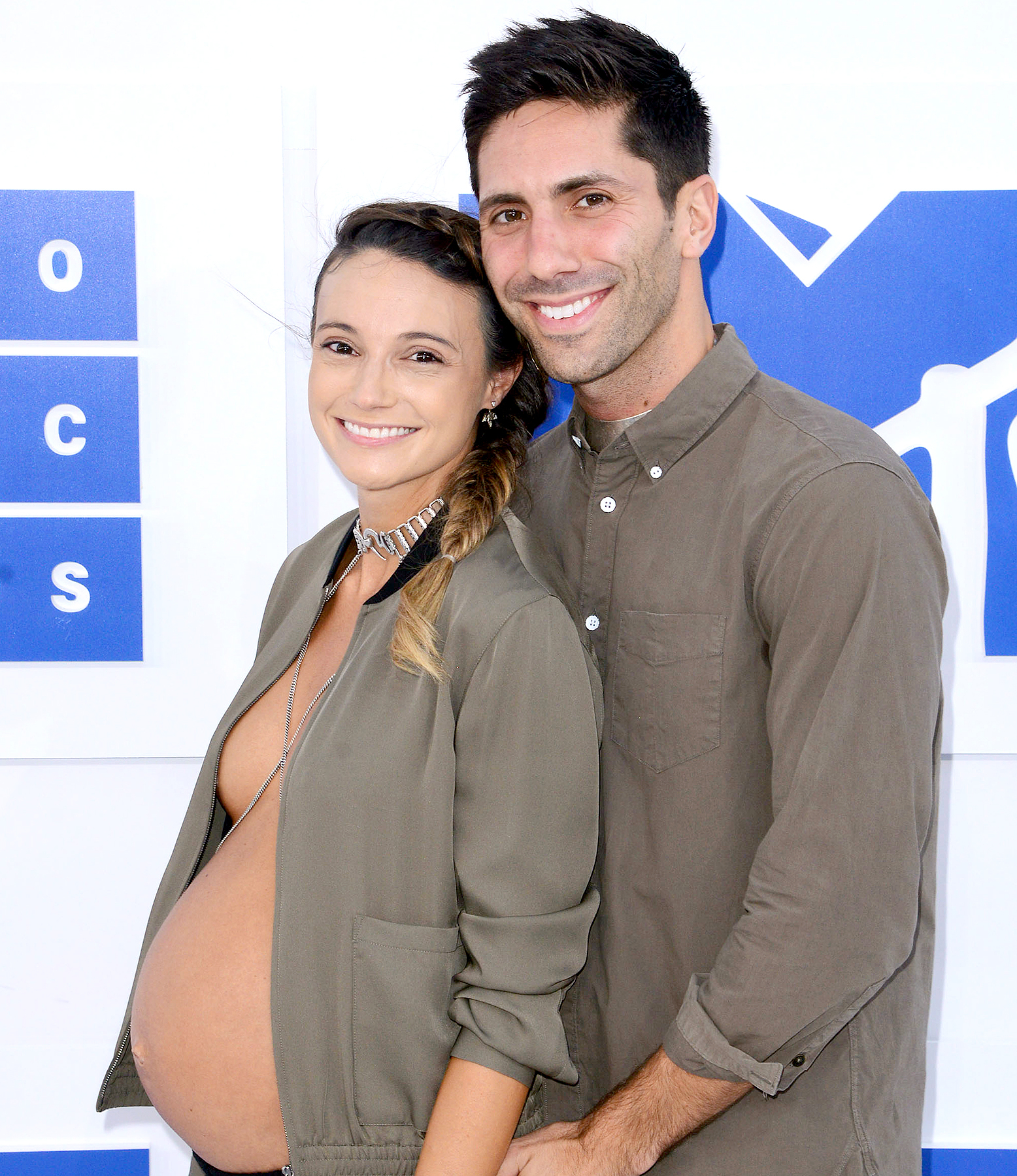 Nev Schulman and Laura Perlongo attend the 2016 MTV Video Music Awards.