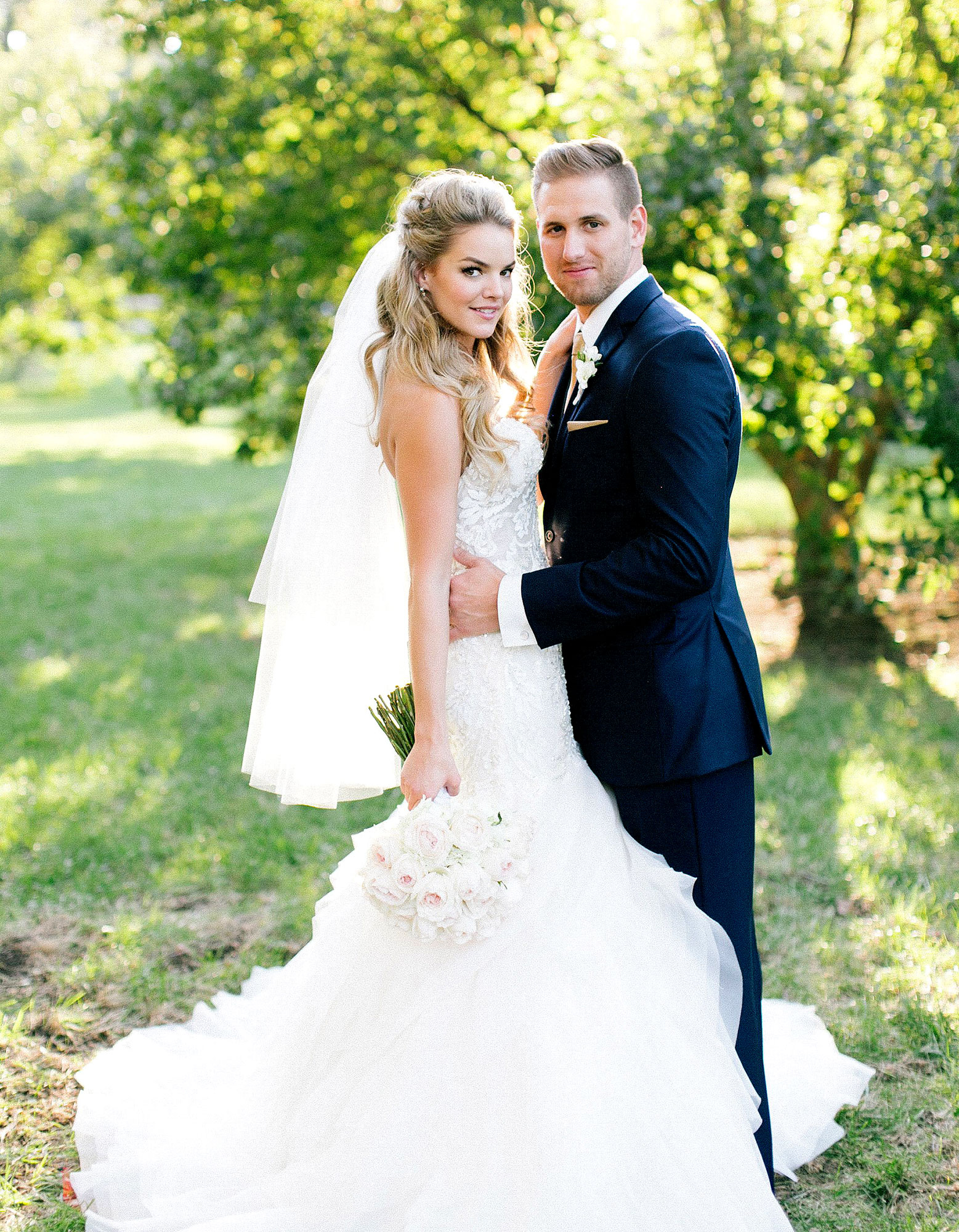 See Bachelor Alum Nikki Ferrell S Wedding Dress Photo