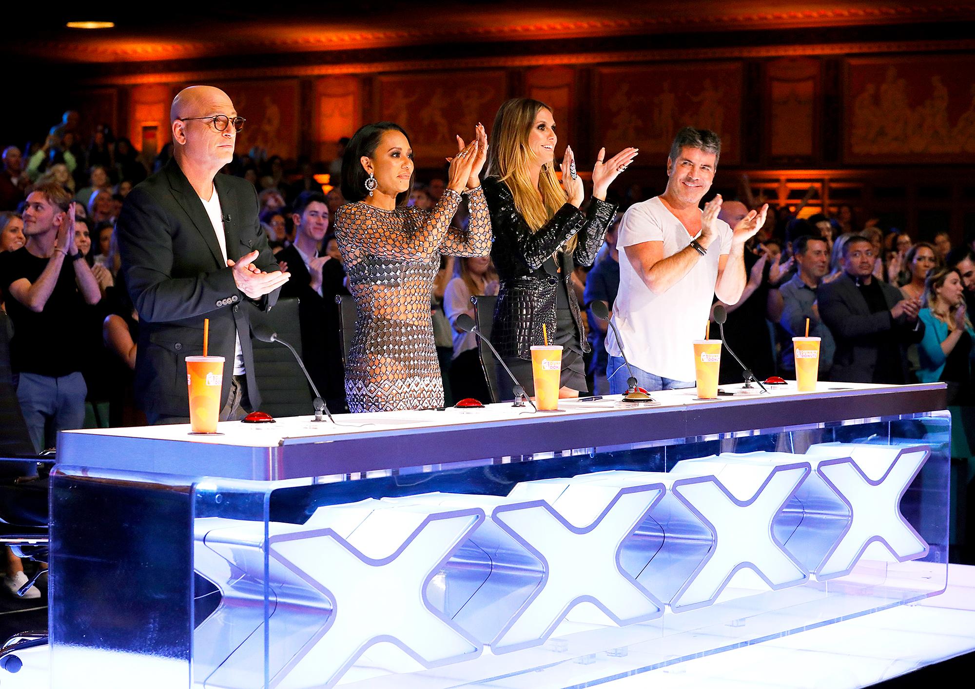 Deaf Singer Mandy Harvey Amazes 'America's Got Talent' Judges, Earns Simon Cowell's Golden Buzzer