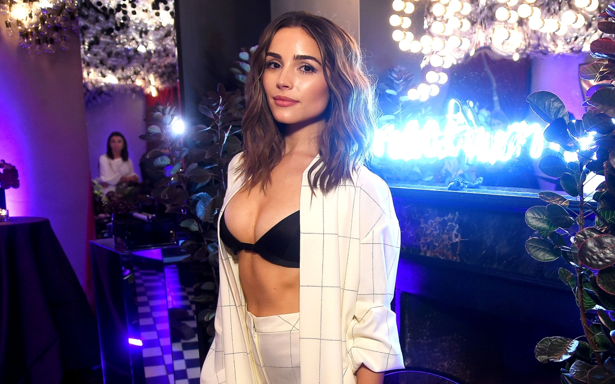 f0d103bf3a Celebs Are Wearing Bras as Tops