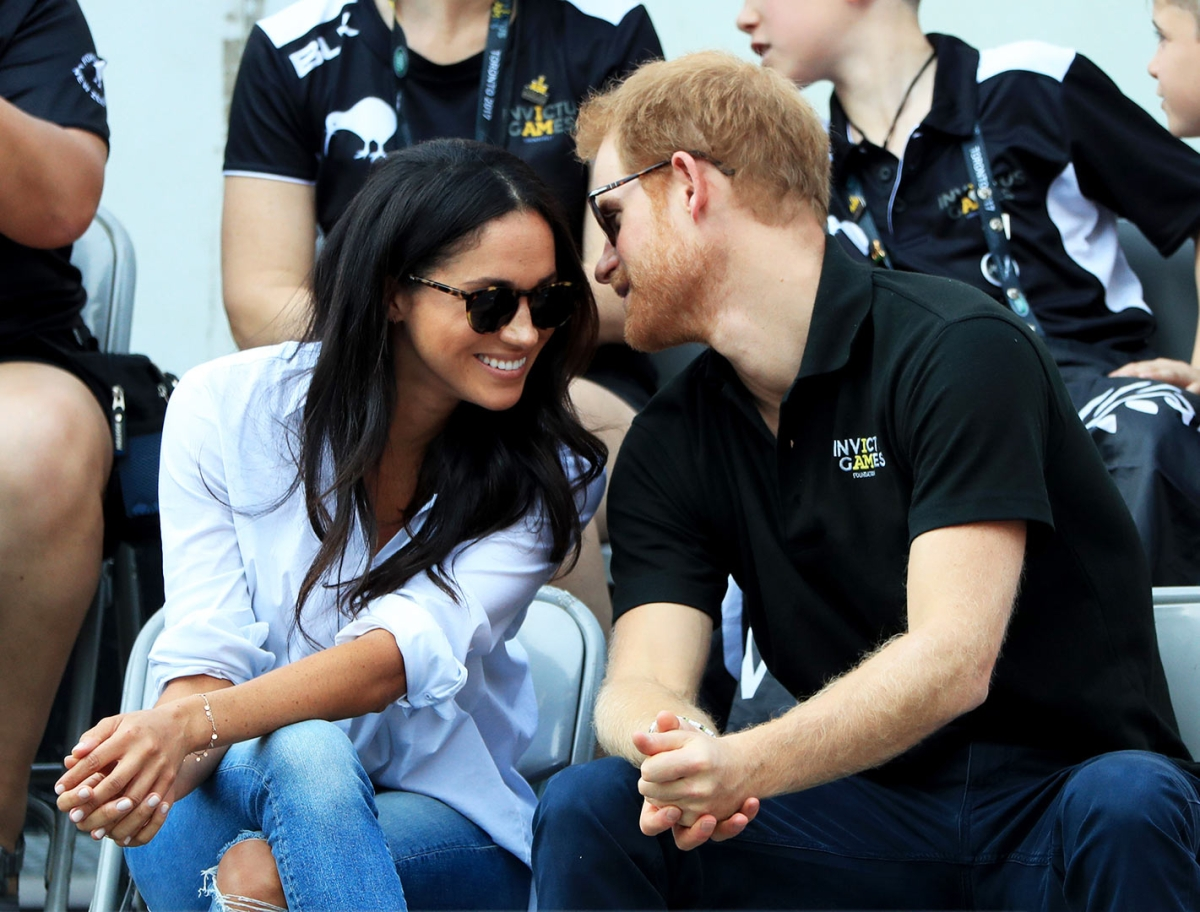 Prince harry meghan markle hold hands at invictus games 2017 aiddatafo Choice Image