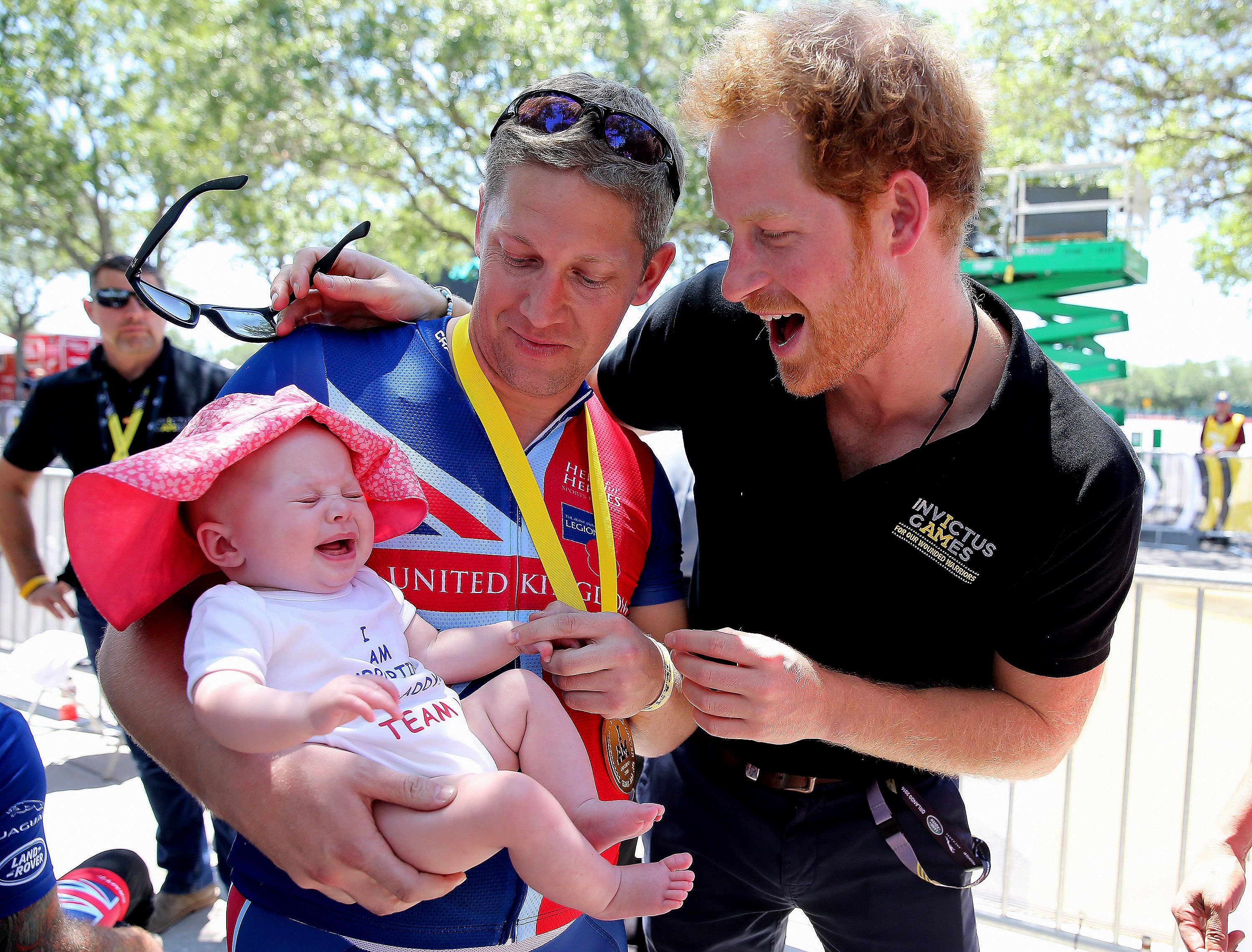 Prince Harry - British double gold winner in recumbent cycling Rob Cromey-Hawke and his daughter Pippa met Prince Harry in May 2016 at the Invictus Games road cycling event in Orlando.