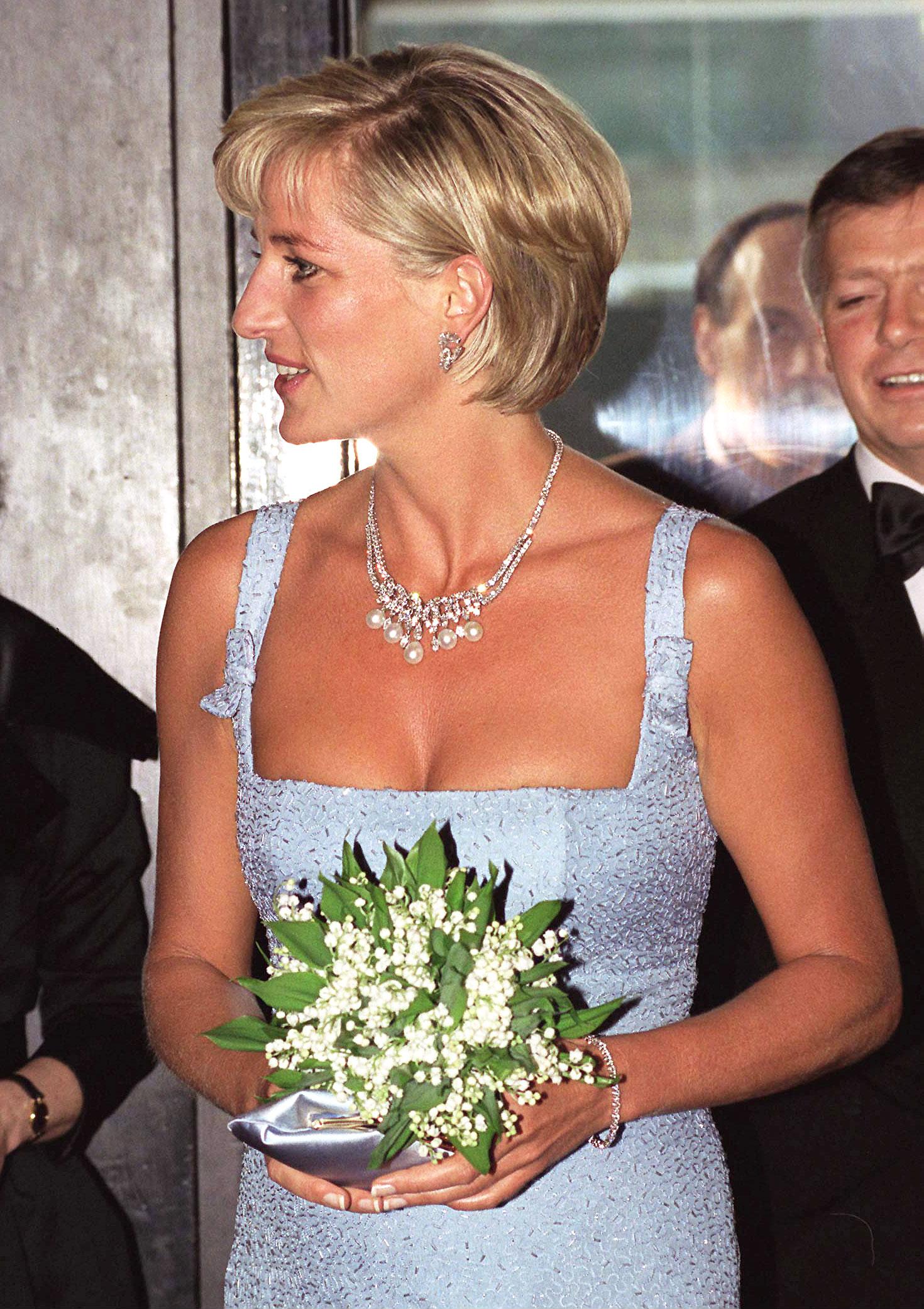 Princess Diana's iconic diamond and pearl necklace is up for auction Princess Diana's iconic diamond and pearl necklace is up for auction new foto