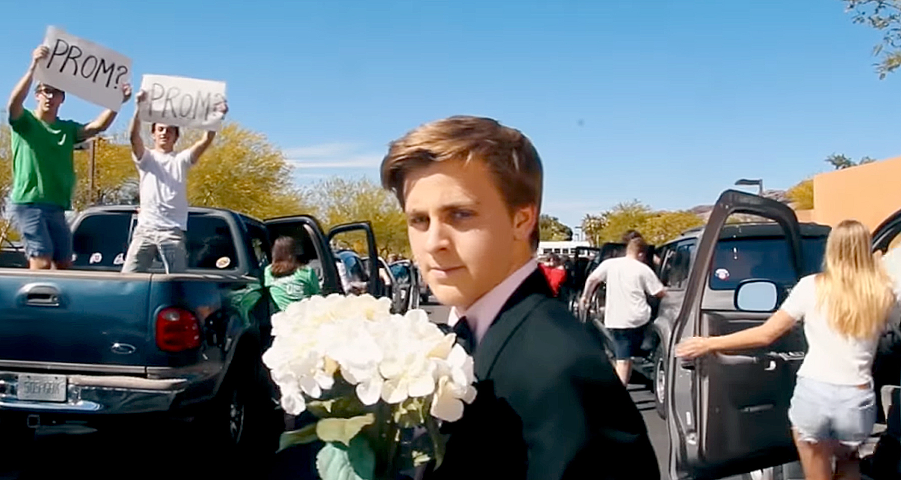 10 Normal Kids Who Brought A Celebrity To PROM - YouTube