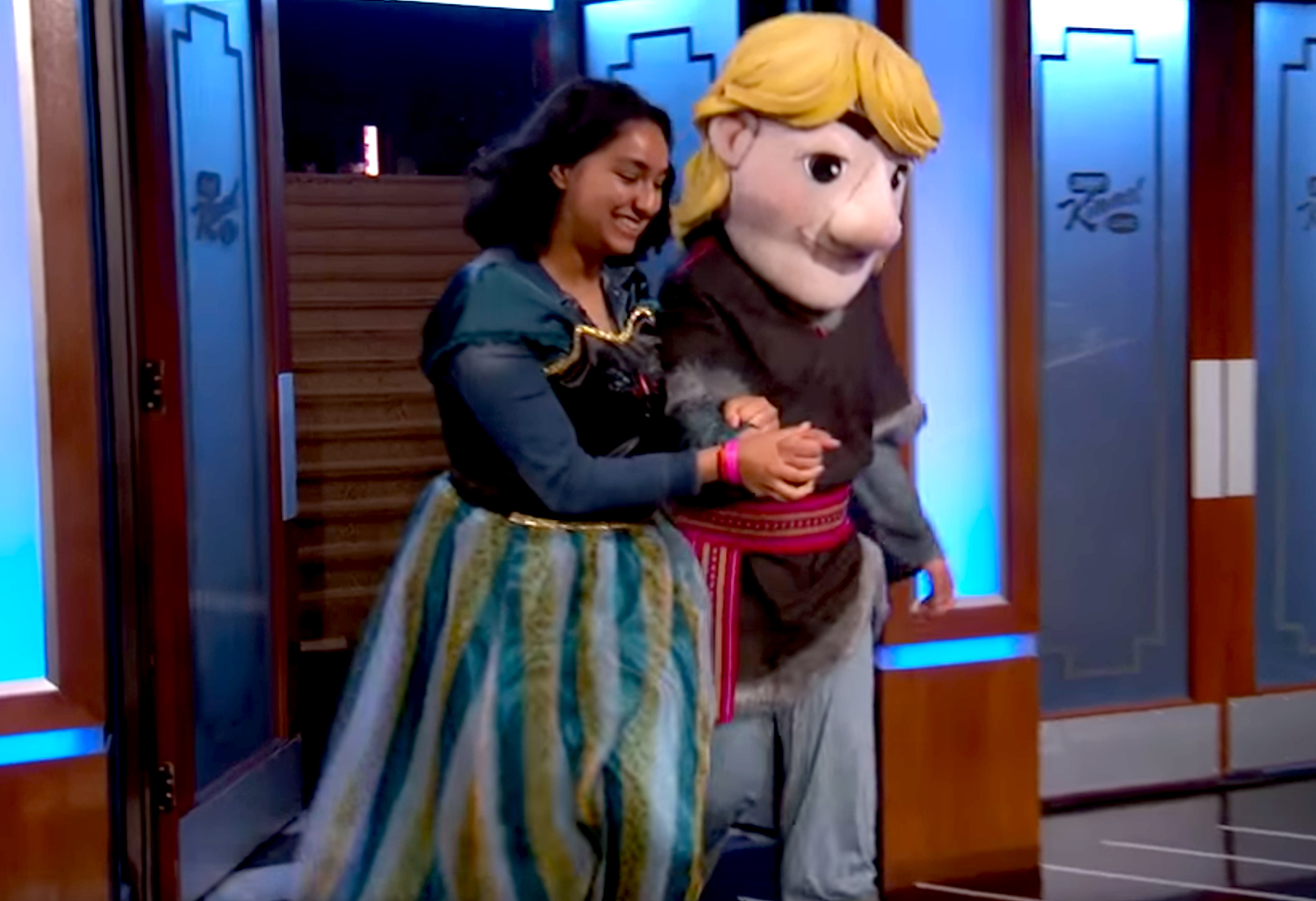 Kristen Bell helps a student pull off a 'Frozen'-Themed Promposal