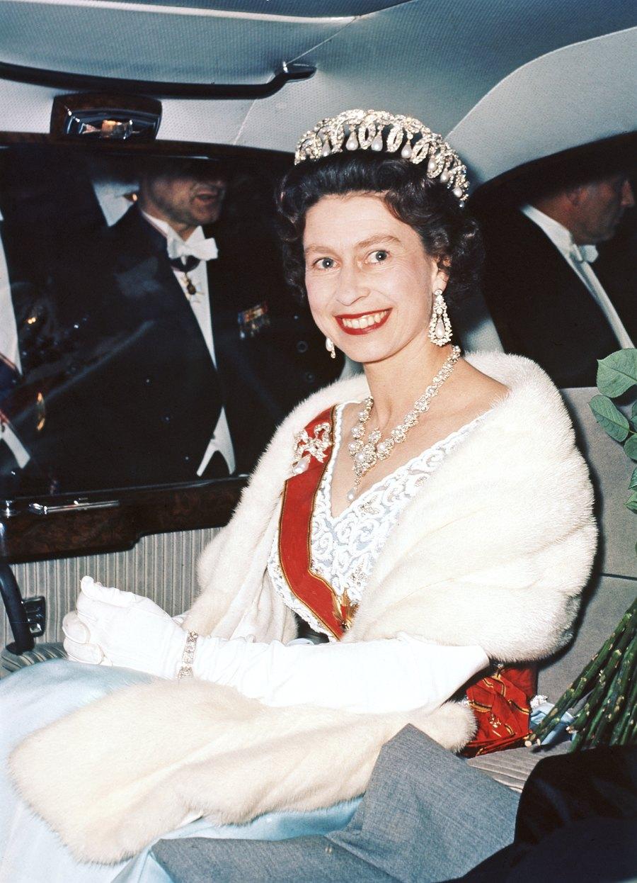 Queen Elizabeth II leaves Schloss Augustusburg in Bruhl