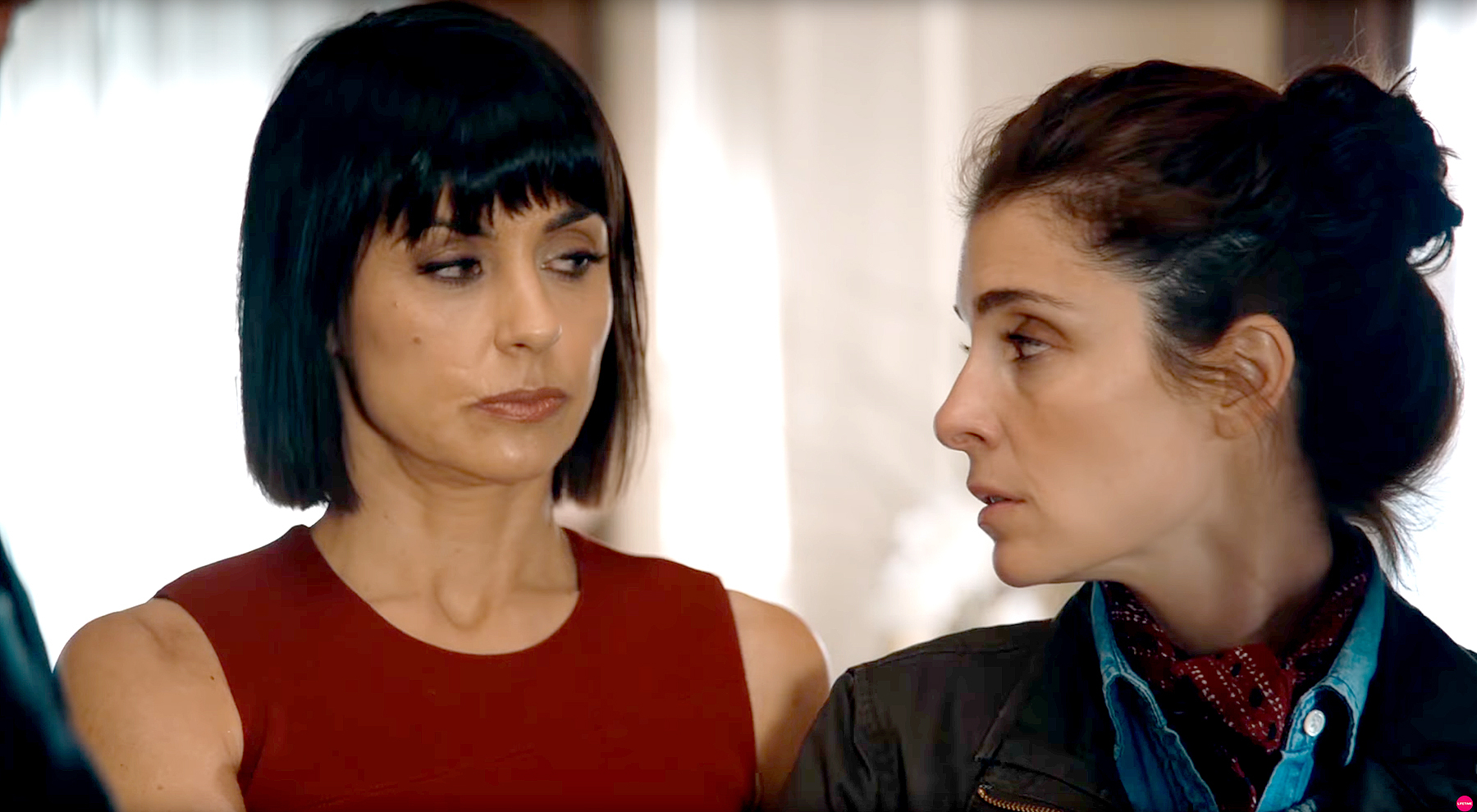 Quinn (Constance Zimmer) and Rachel (Shiri Appleby) on UnREAL