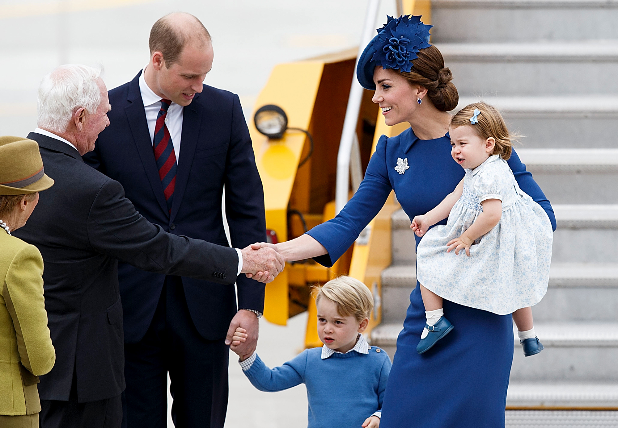 Prince William Kate Kids Arrive In Canada For Royal Tour Pics