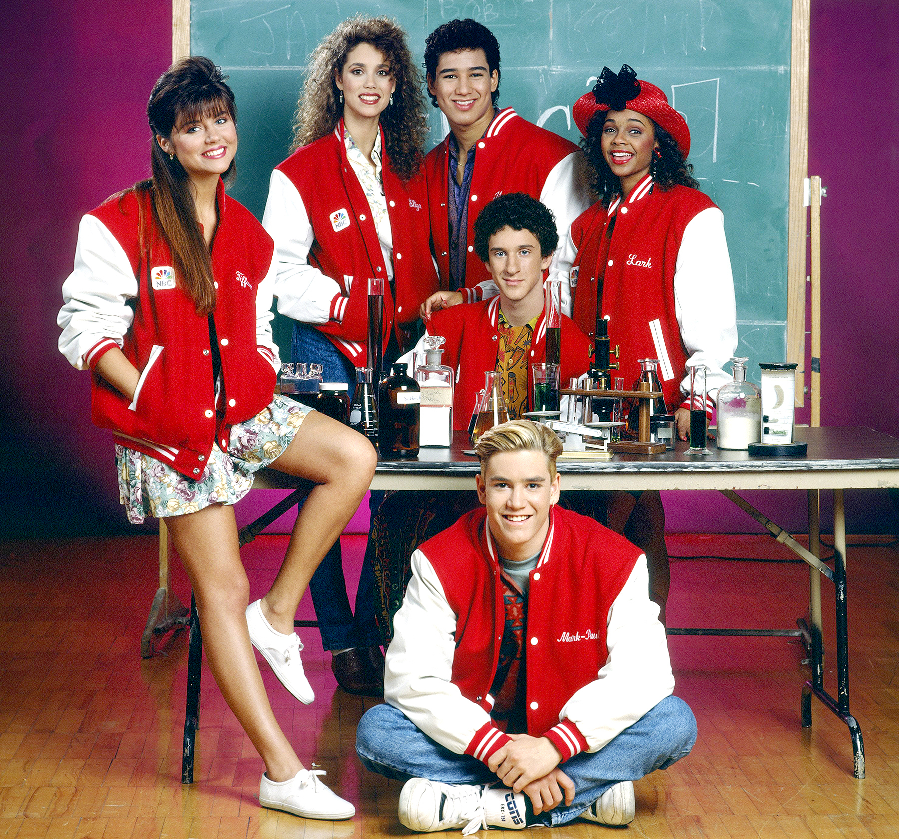 Tiffani Thiessen as Kelly Kapowski, Elizabeth Berkley as Jessie Spano, Mario Lopez as A.C. Slater, Lark Voorhies as Lisa Turtle; Middle: Dustin Diamond as Screech Powers; Bottom: Mark-Paul Gosselaar as Zack Morris on Saved by the Bell.