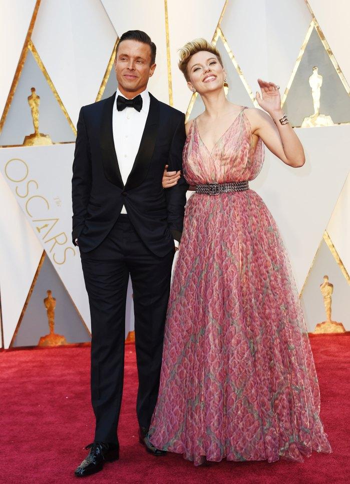 Scarlett Johansson Gives Major Sass Oscars 2017 Red Carpet