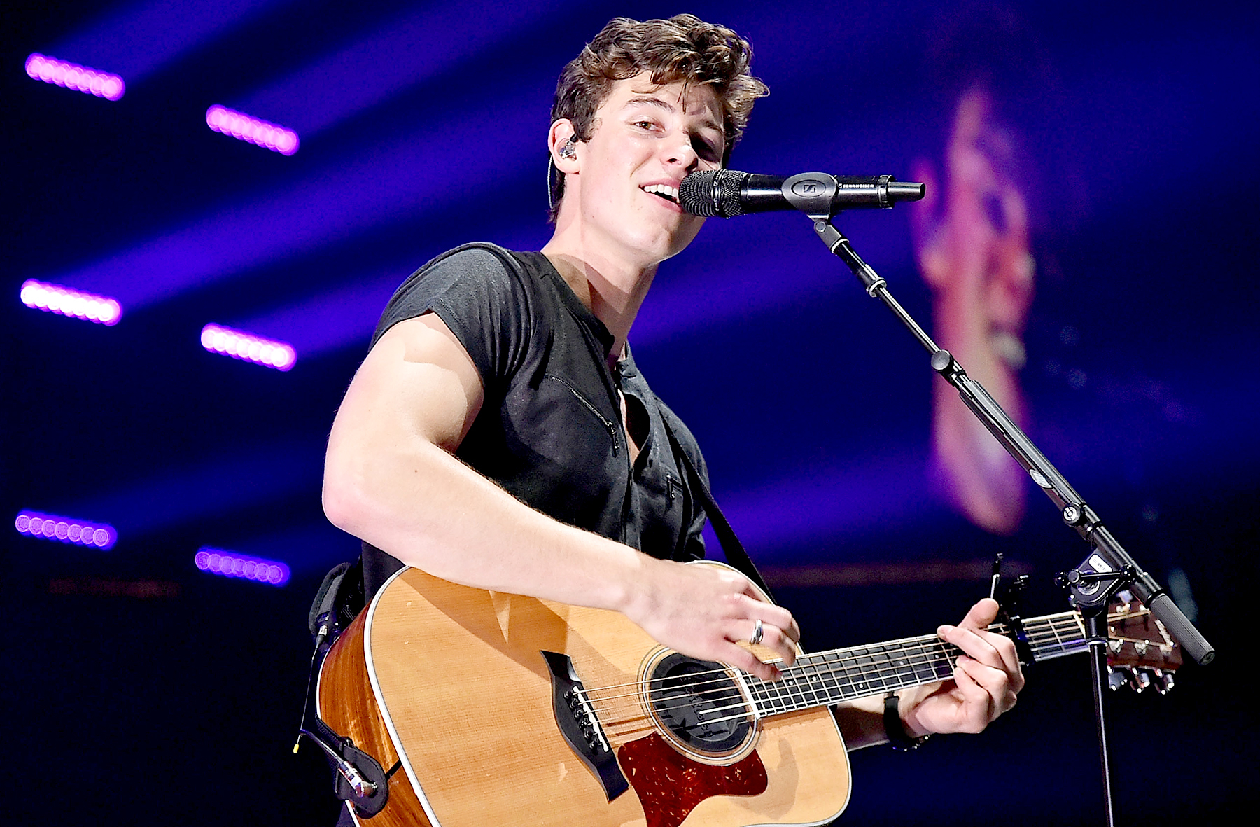 Shawn Mendes performs at Prudential Center on August 17, 2017 in Newark, New Jersey.