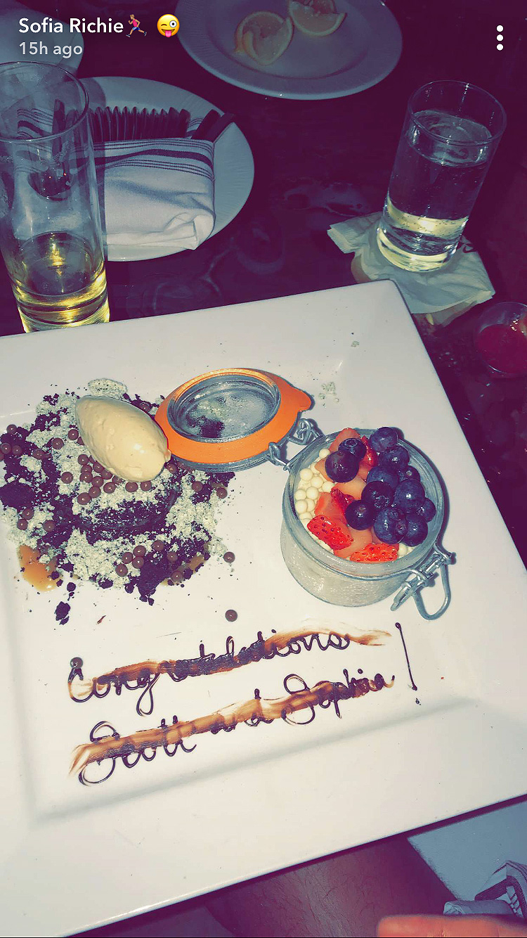 Sofia Richie, Scott Disick, Congratulations, Kiss, Restaurant