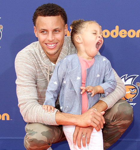 Steph Curry and Riley Curry - yawning