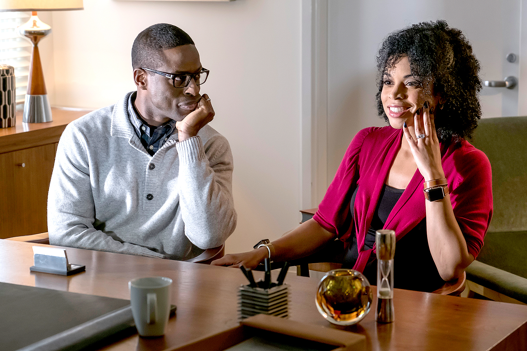 Sterling K. Brown as Randall and Susan Kelechi Watson as Beth on This Is Us.