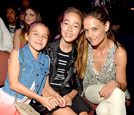 Suri Cruise and Katie Holmes - Kids Choice Awards (posing with friend)