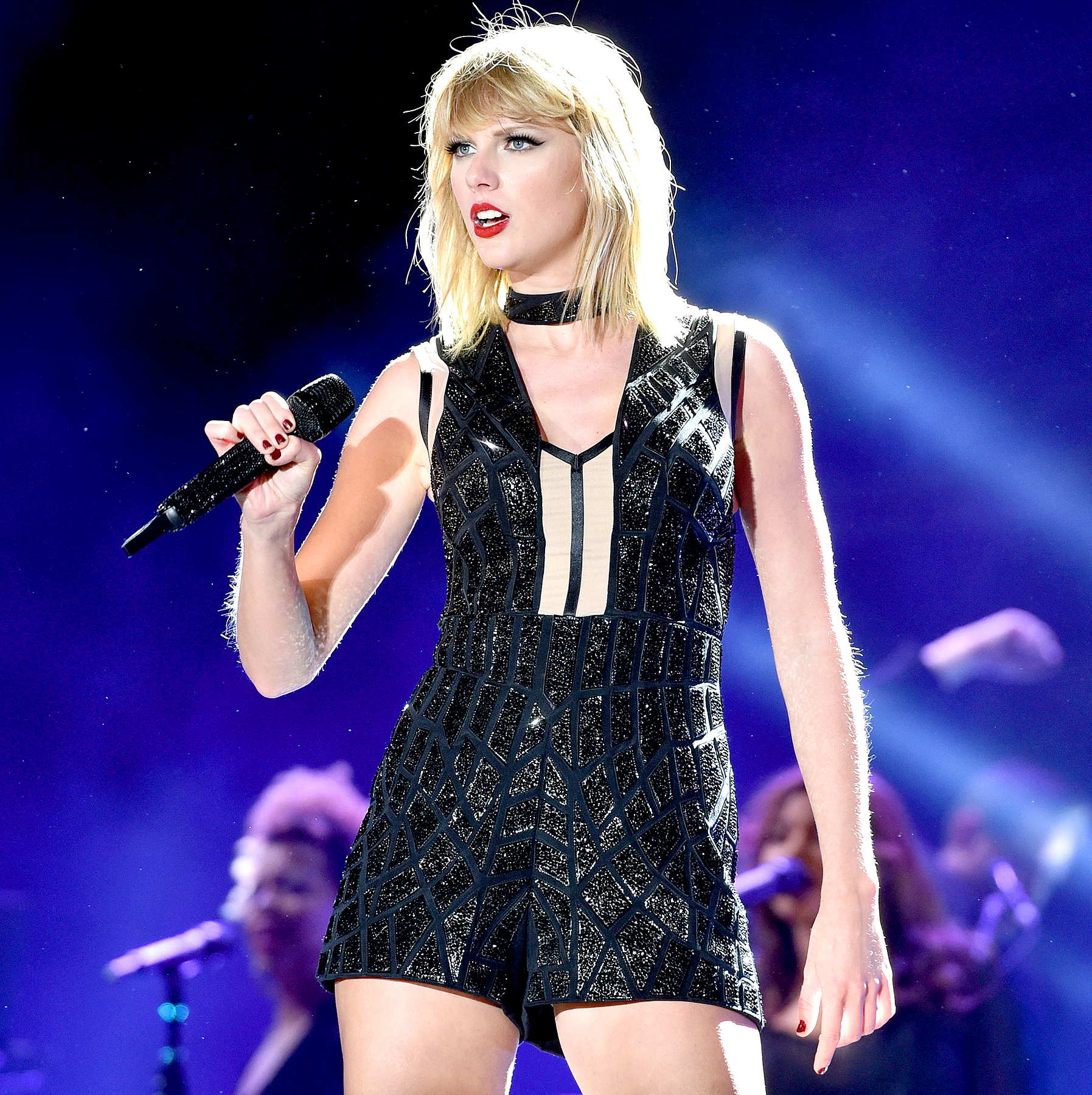 Taylor swifts new album chronicles her feuds taylor swift perfoms onstage during the formula 1 usgp on october 22 2016 in austin stopboris Image collections