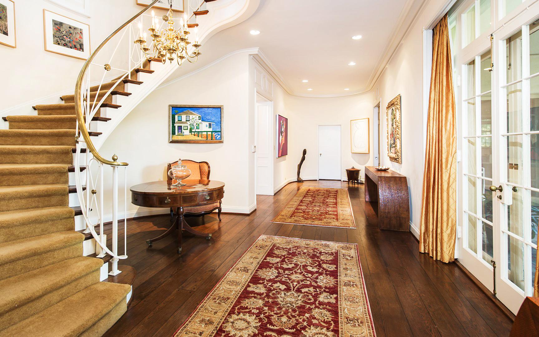 taylor swift 39 s beverly hills mansion is a historic landmark. Black Bedroom Furniture Sets. Home Design Ideas