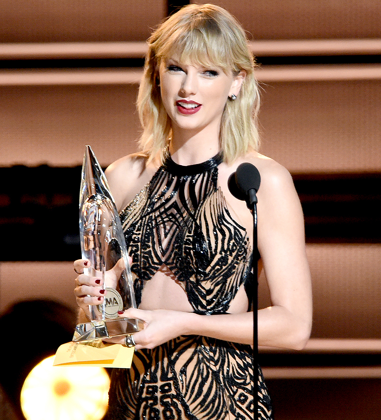 Taylor Swift presents an award on stage at the 50th Annual CMA Awards at the Bridgestone Arena on Nov. 2, 2016 in Nashville.