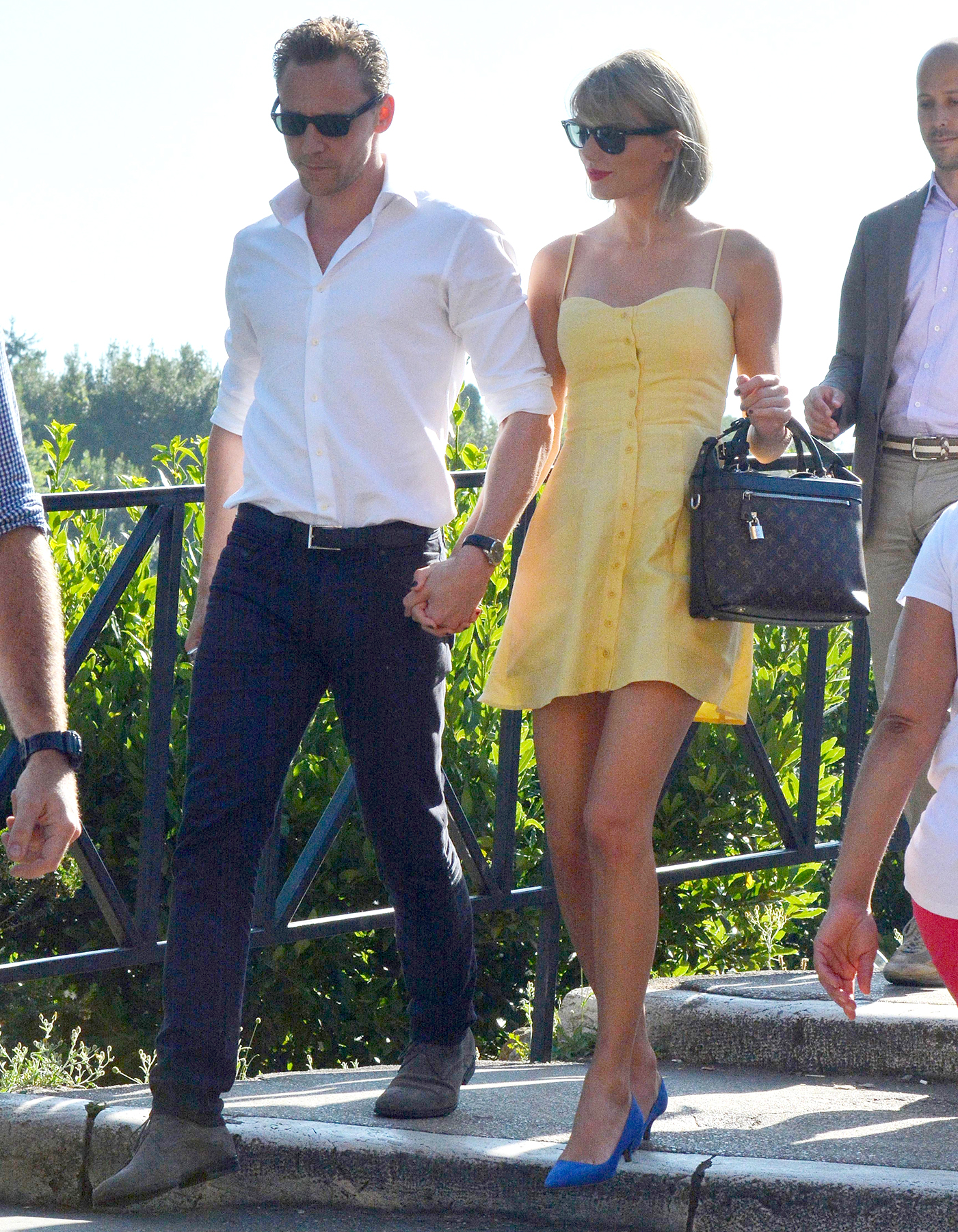 See Taylor Swifts Style During Rome Trip With Tom Hiddleston