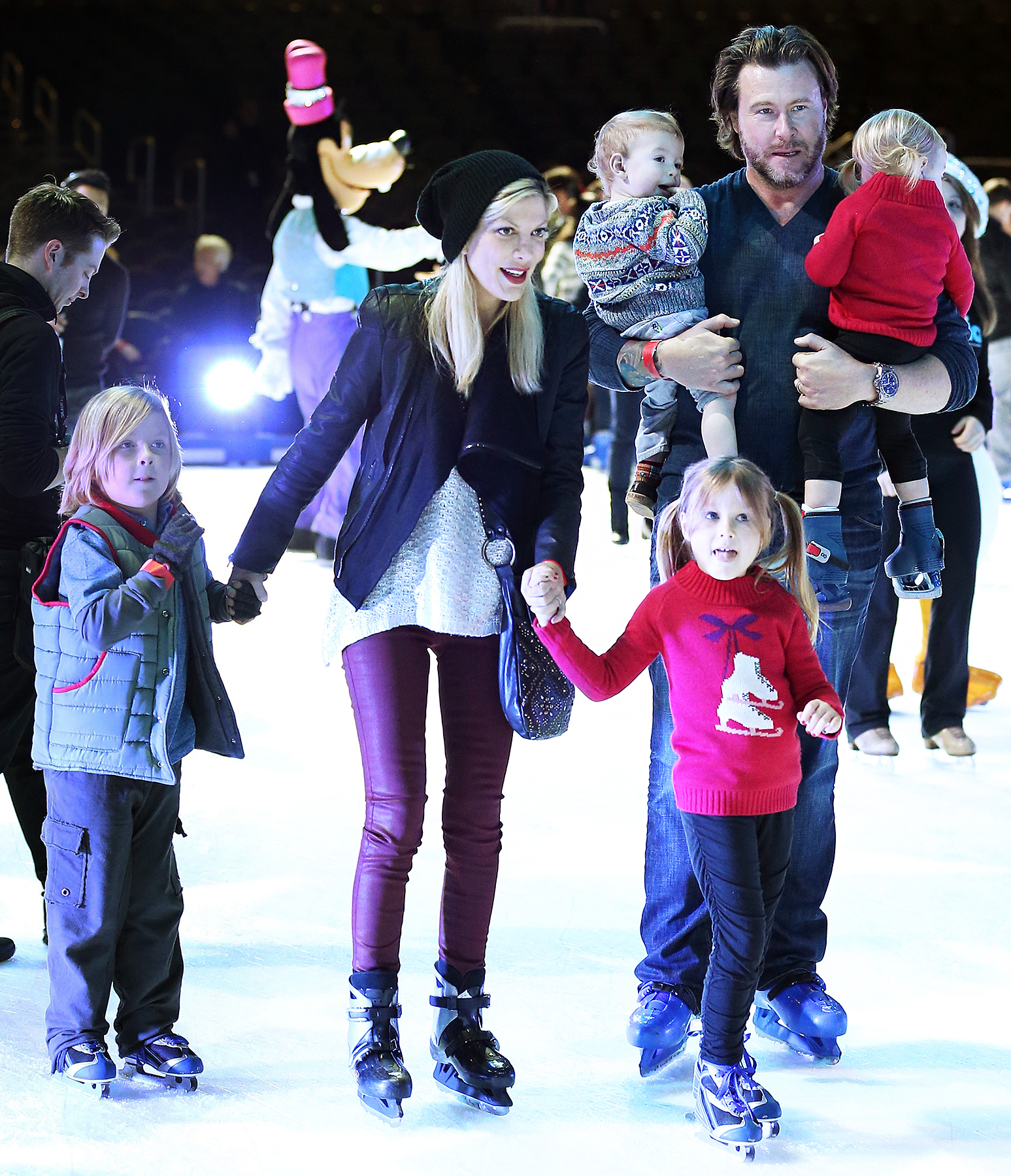 """Tori Spelling Dean McDermott Liam Stella Hattie Finn - McDermott and Spelling took their kids to the Disney On Ice Presents """"Rockin' Ever After"""" Los Angeles premiere at Staples Center on December 12, 2013. the Disney On Ice Presents """"Rockin' Ever After"""" Los Angeles premiere at Staples Center on December 12, 2013."""
