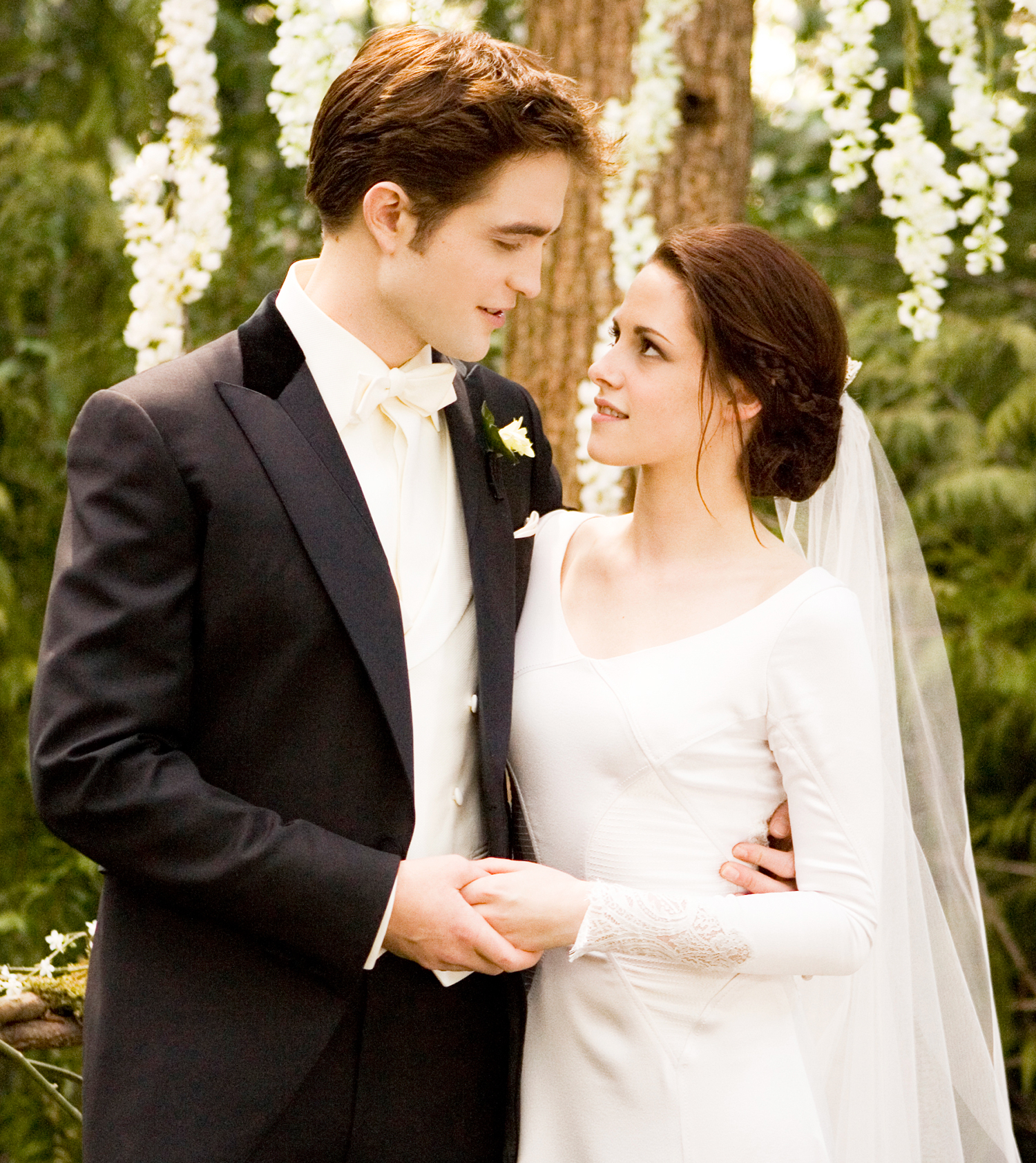 'Twilight Saga' Props Auction Includes Bella's Engagement Ring