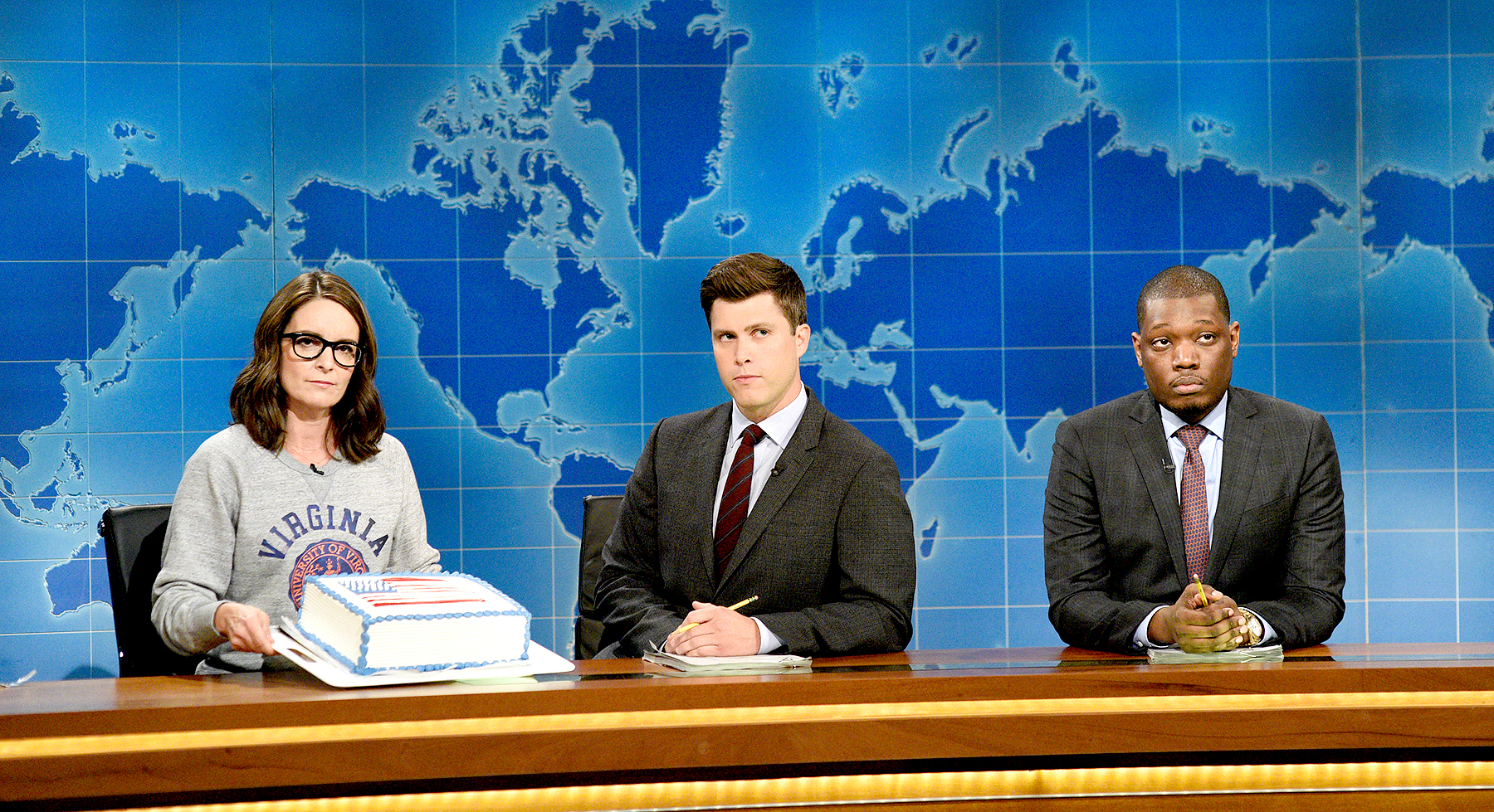 Tina Fey, Colin Jost and Michael Che at the 'Weekend Update' desk on August 17, 2017.