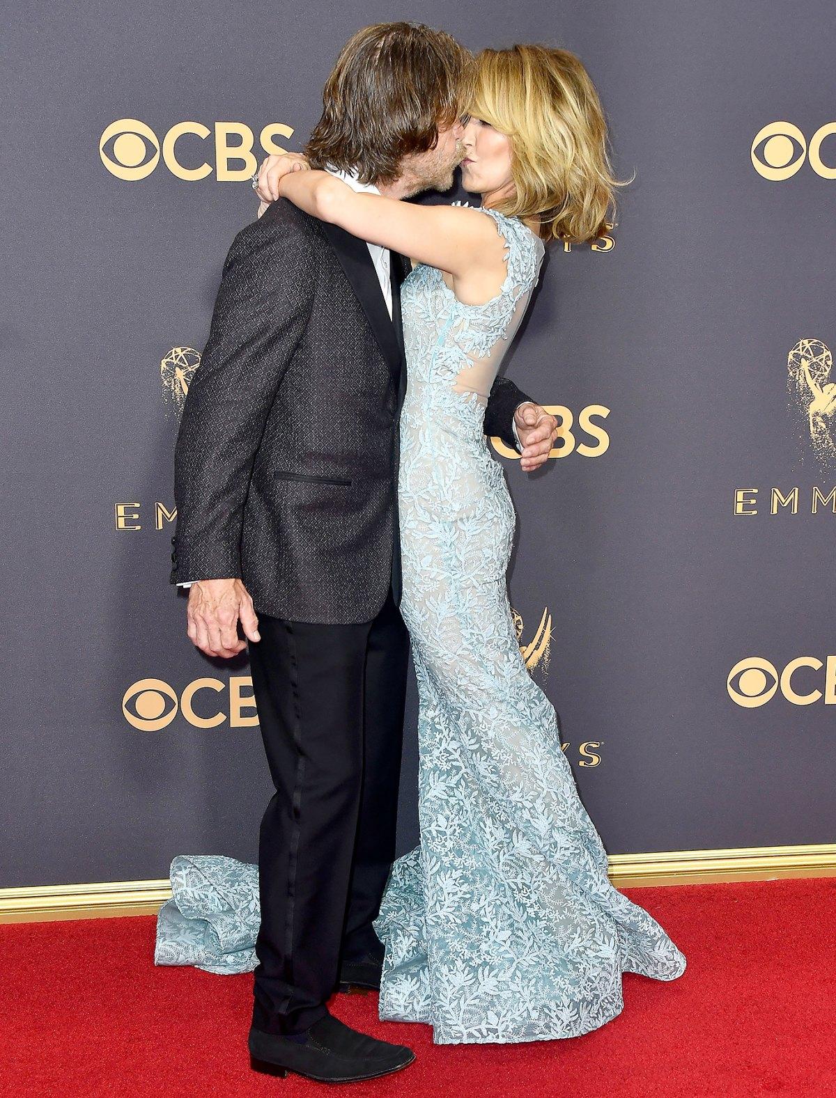 Emmy Awards Pda Stars Get Kissy On The Red Carpet Us Weekly A série stateless com yvonne strahovski no elenco chega no catálogo.da netflix dia 8 de julho. emmy awards pda stars get kissy on the
